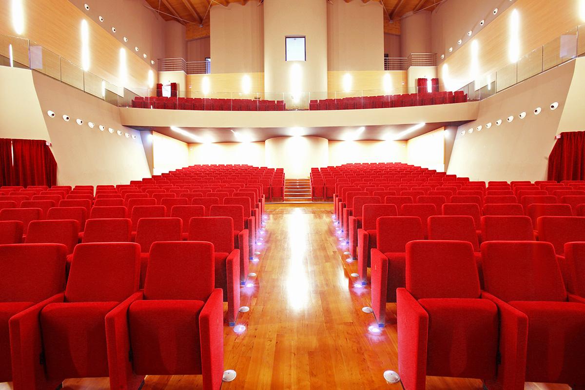 Teatro auditorium leo de bernardinis lcf poltrone per for Poltrone teatro
