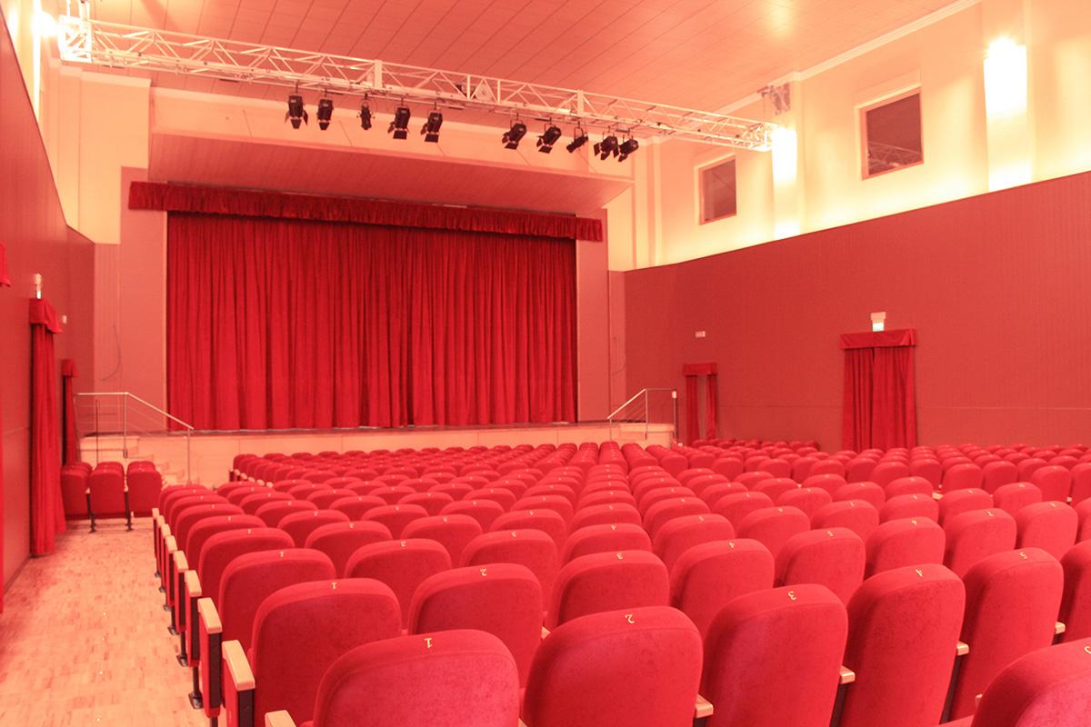 Teatro martinitt milano lcf poltrone per cinema for Poltrone teatro