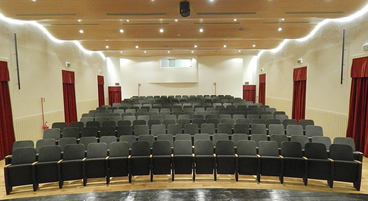 Teatro ramarini monterotondo lcf poltrone per cinema for Poltrone teatro